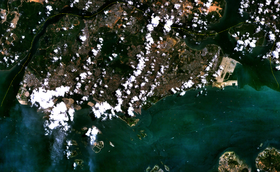 Singapore in una foto satellitare della NASA.