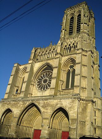 Soissons Cathedral - Image: Soissons cathedrale facade
