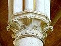 Soissons (02), abbaye Saint-Jean-des-Vignes, réfectoire, chapiteau du 5e pilier libre (du sud au nord).jpg