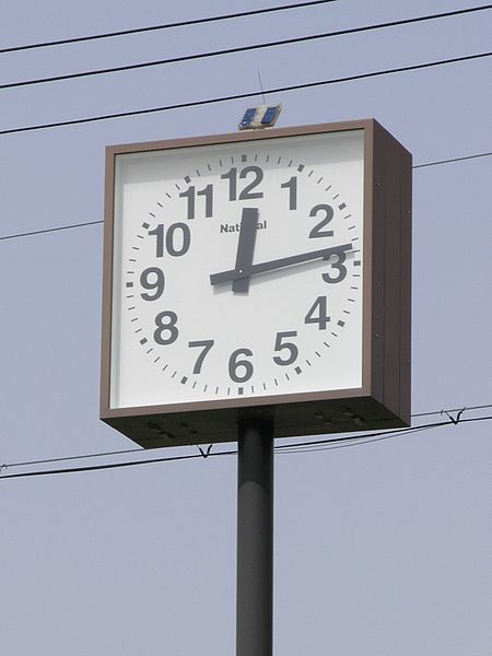 ファイル:Solar powered Clock01.JPG