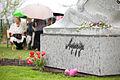 Solvita Āboltiņa piedalās rožu dārza veidošanā ap Aspazijas pieminekli Jūrmalā (5715975692).jpg