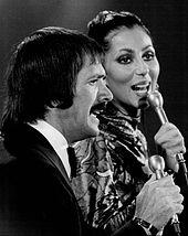Apresentando-se com Sonny no The Sonny and Cher Show, em 1976