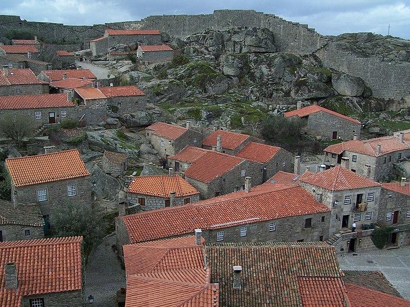 Imagem:Sortelha aldeia granitica.jpg