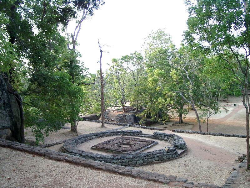 Файл: Шри-Ланка Сигирия-Lustgarten.JPG