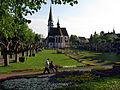 Stadtgarten Emmendingen mit St. Bonifatius Kirche.jpg