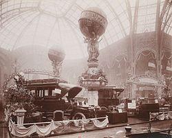 Stand Darracq au salon de l'automobile 1906.jpg