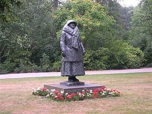 Mari Andriessen - Image: Standbeeld wilhelmina in wilhelminapark