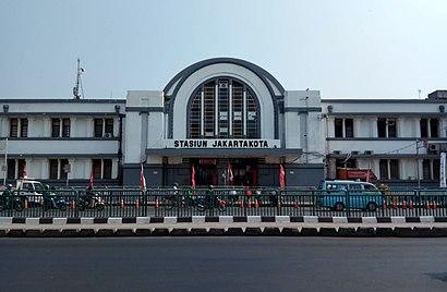 Cara untuk pergi ke Stasiun Jakarta Kota menggunakan Transportasi Umum - Tentang tempat tersebut