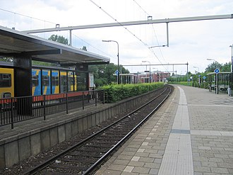 Gorinchem railway station - The station's platforms with the old NS rolling stock.
