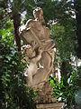 Statue in Vatikanischen Gärten.jpg