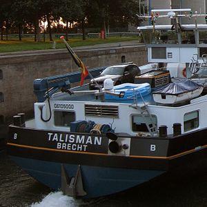 Ship identifier - Stern of the Belgian vessel Talisman displaying its ENI number: 06105000