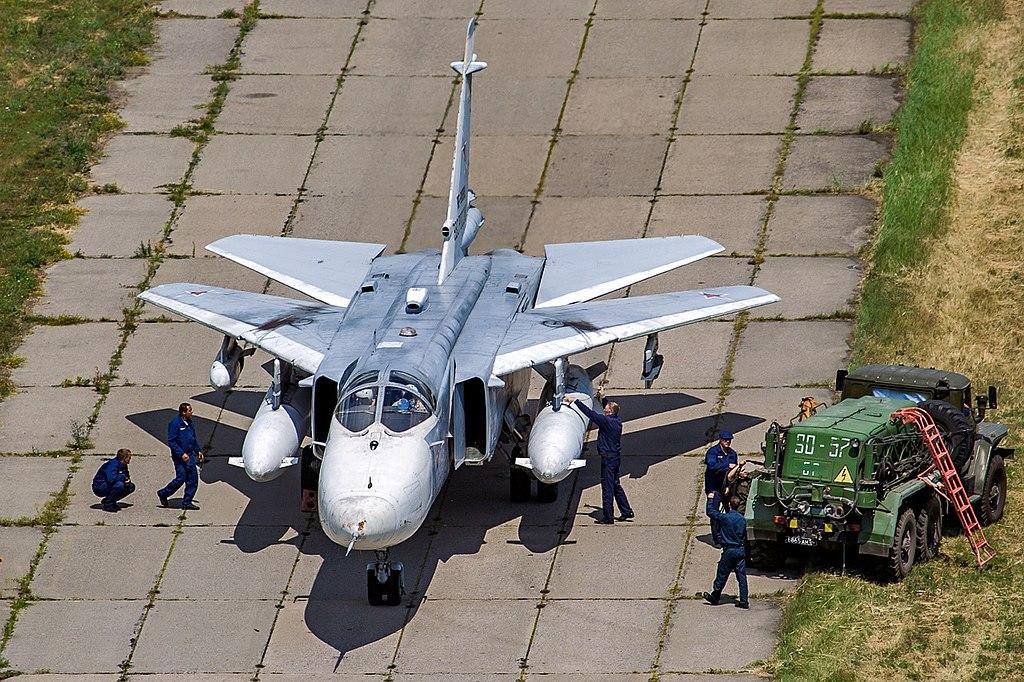 المقاتله Su-24 Fencer القاذفه  1024px-Sukhoi_Su-24MR%2C_Russia_-_Air_Force_AN2283252