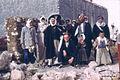 Syrien 1961 Menschen vor Mauer 0004.jpg