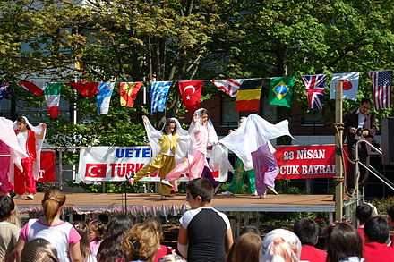 """The Holiday of National Sovereignty and Children"" (Turkey), celebrated in Germany, in 2011 Turkisches Kinderfest 2007 02.JPG"