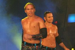 Jeremy Buck (links) en Max Buck (rechts) in 2010 op TNA Impact!.