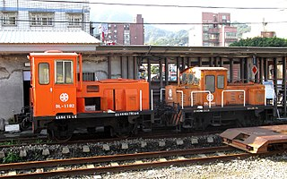 https://upload.wikimedia.org/wikipedia/commons/thumb/d/db/TRA_DL-1102_and_DL-1031_at_Ruifang_Station_20121215.jpg/320px-TRA_DL-1102_and_DL-1031_at_Ruifang_Station_20121215.jpg