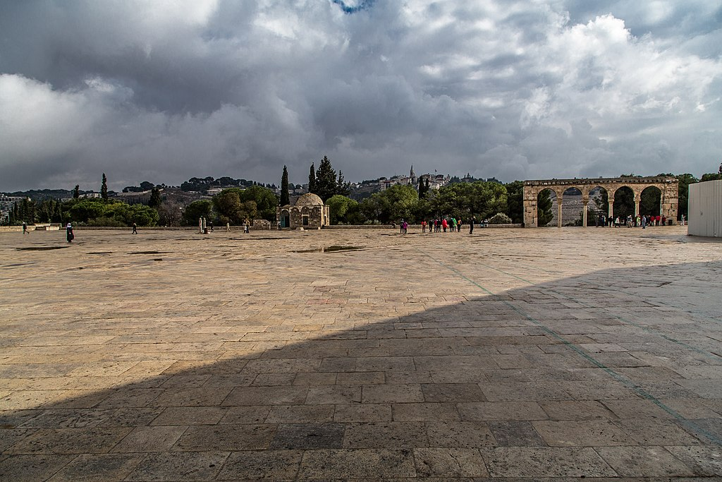 Temple Mount square@temple of mount (8256994449).jpg
