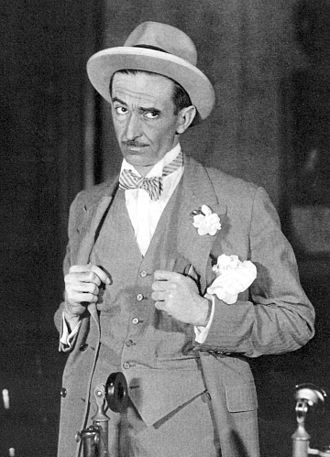 Osgood Perkins - Osgood Perkins as Walter Burns in The Front Page (1928)