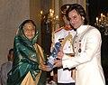 The President, Smt. Pratibha Devisingh Patil presenting the Padma Shri Award to Shri Saif Ali Khan Pataudi, at the Civil Investiture Ceremony-II, at Rashtrapati Bhavan, in New Delhi on April 07, 2010.jpg