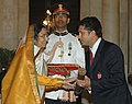 The President, Smt. Pratibha Devisingh Patil presenting the Padma Vibhushan to Shri Sachin Ramesh Tendulkar, famous cricketer, at an Investiture-I Ceremony, at Rashtrapati Bhavan, in New Delhi on May 05, 2008.jpg