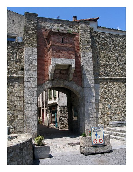 Fitxer:Town Gate - Prats-le-Mollo, France - panoramio.jpg