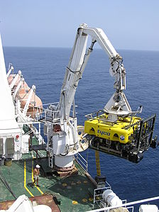 Tyco ROV recovery on the Cable Ship Niwa - May 2005 - (1).jpg
