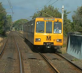 Tyne and Wear Metro train 4029 between Tynemouth and Cullercoats.jpg