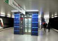 U-Bahnhof Horner Rennbahn Fahrstuhl Bahnsteig.png