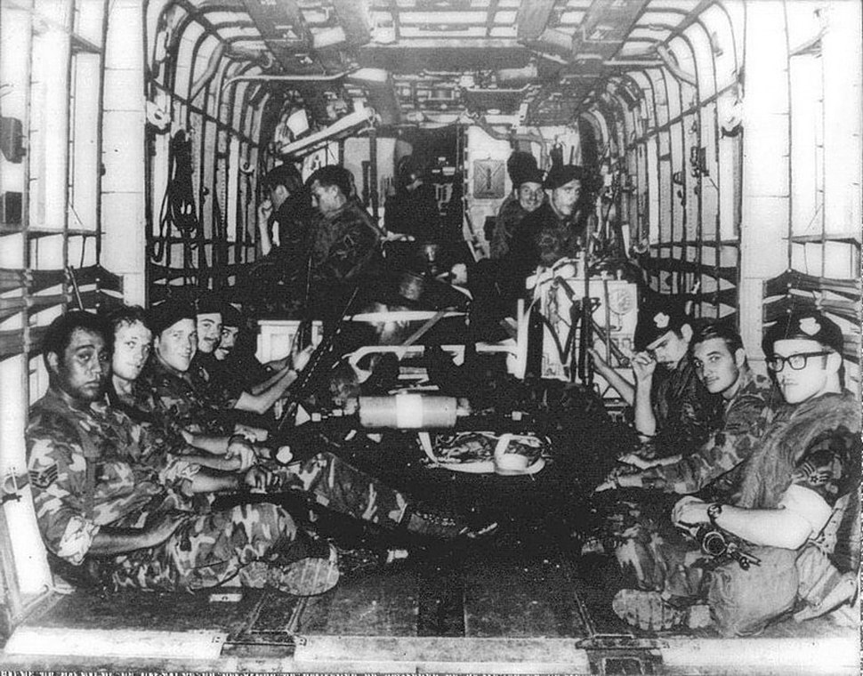 US Airmen aboard CH-53, during Mayagüez incident 1975