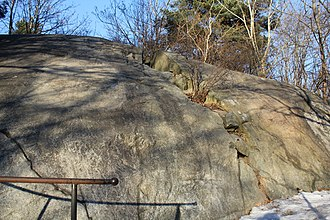 Riksby - Rune carvings U58 and U59 on a cliff by Drottningholmsvägen in Riksby.
