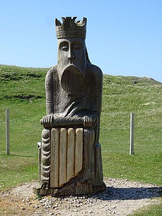 Uig, Lewis - Chessman standing on the Uig Dunes near the site where the Lewis Chessmen were discovered. The work was commissioned in 2006 and carved in oak by Stephen Hayward.
