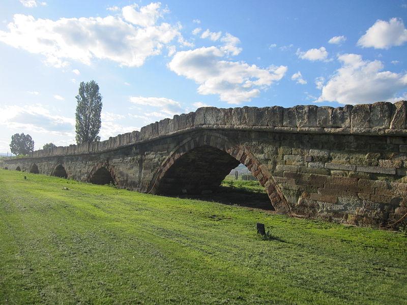 File:Ura e gurit, Vushtrri, Kosova.JPG