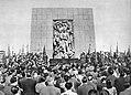 Uroczystość pod pomnikiem Bohaterów Getta w Warszawie.jpg