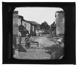 Vallée de l'Aveyron. Sur la place de Cazal (Tarn et Garonne) - Fonds Trutat - 51Fi434.jpg