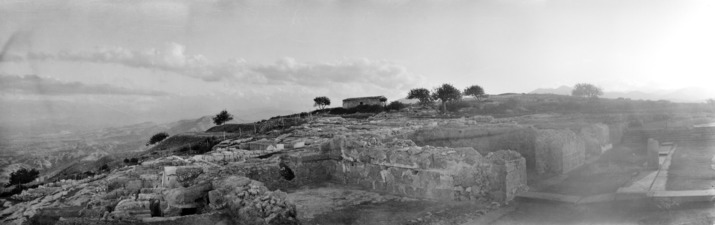 Vouni. Utsikt från palatset mot toppen. Galini - SMVK - C06085.tif