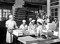 """WORKERS PACKING HALVA AT THE """"ELITE"""" FACTORY IN RAMAT GAN. פועלות אורזות חלבה במפעל """"עלית"""" ברמת גן.D443-071.jpg"""