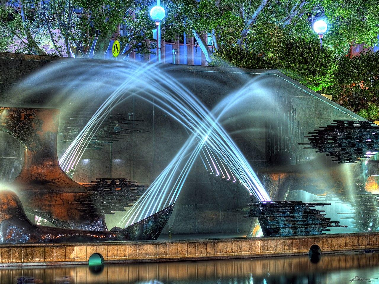 1280px-Water_fountain_in_Newcastle%2C_Ne