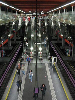Schottentor (Vienna U-Bahn) - Image: Wien U Bahn Station Schottentor Bahnsteig