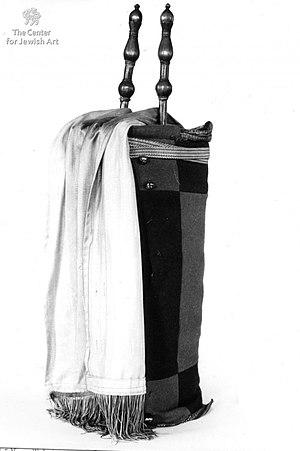 Torah scroll (Yemenite) - Yemenite Torah case with finials