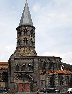La basilique Saint Amable.