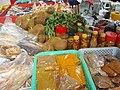 Épices sur le marché de Mahé.jpg