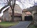 Úholičky, Náves čp. 12, brána a stodola.jpg