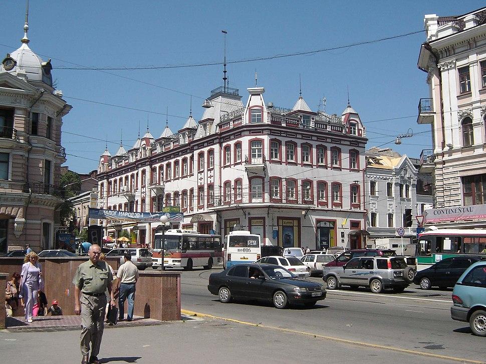 Владивосток, перекрёсток Светланской и Алеутской, 2005-08-15