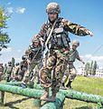 Морські піхотинці долають спеціальну смугу перешкод під час іспиту на право гордо носити чорний берет (27513866870).jpg