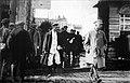 Сталин в сопровождении сотрудника ОГПУ.jpg