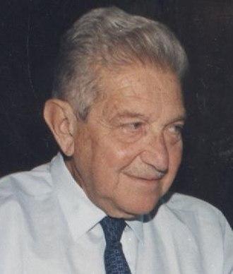 Ezer Weizman - Image: פרופ' שלמה אקשטיין ועזר ויצמן (24519769611) (cropped)