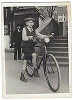 צבי פלדה - ילד אופניים.jpg