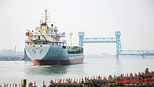 Layout of the Port of Tianjin - Ship going upstream on the Haihe. Ahead, the Haimen bridge can be seen in lifted position.