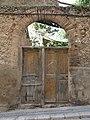 078 Magatzem en ruïnes al c. Sant Benet - pl. Ramon Barbat (Valls), portal.jpg