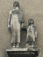 1160 Schellhammergasse 11 - Skulptur Mutter und Kind IMG 7200.jpg